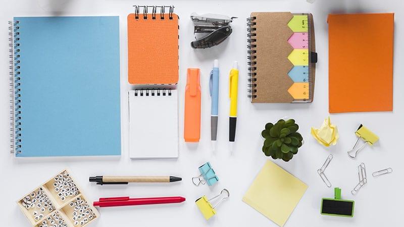 pulen, spidol, buku catatan dan alat-alat kantor lainnya